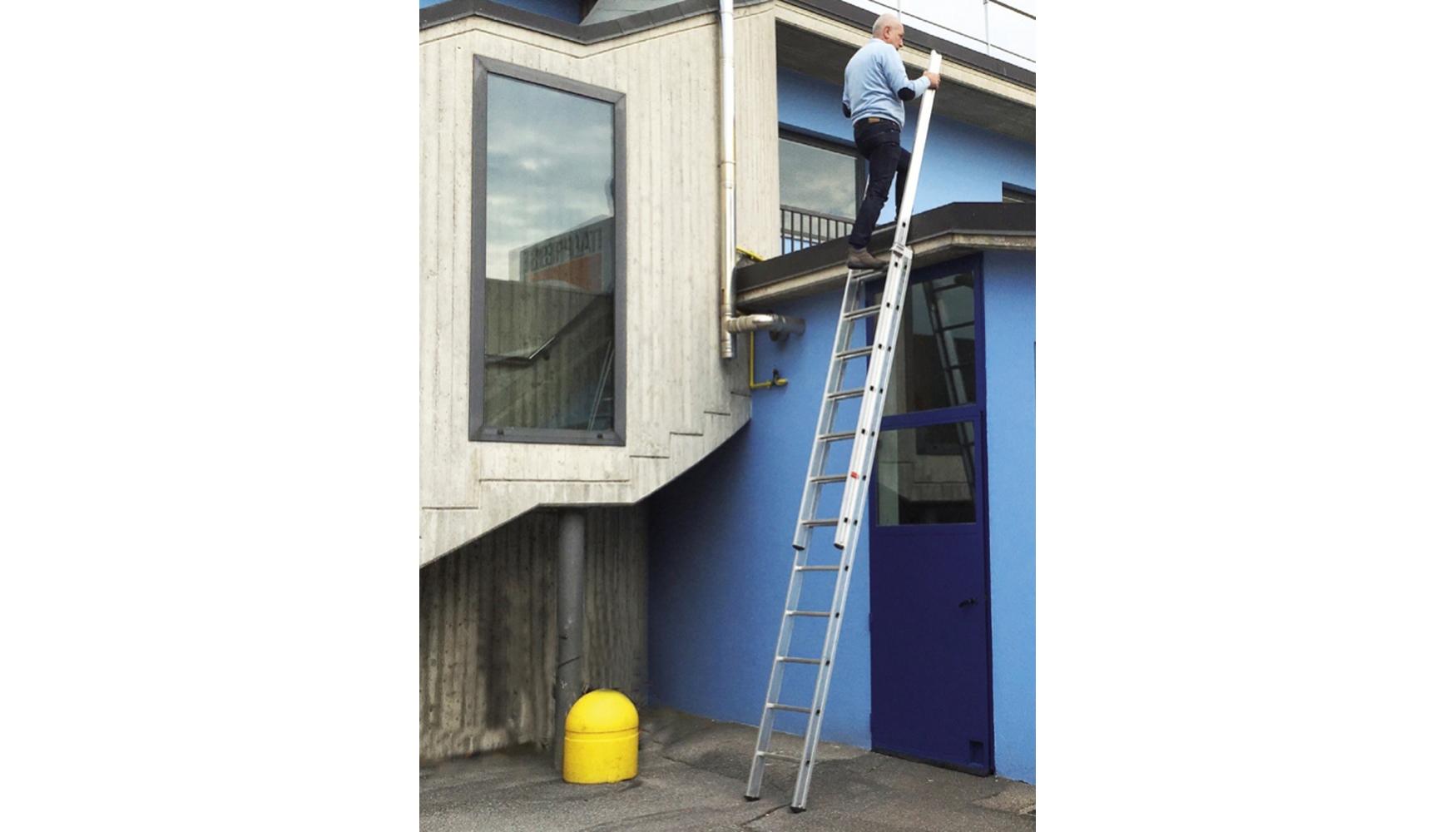 Ferreteria y construcci n una peque a novedad hace for Escalera plegable aluminio sodimac