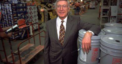 Fundador de The Home Depot mete en problemas a la firma por apoyar a Trump